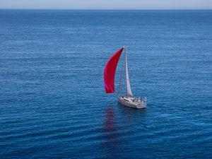 Almodovar Diplopie Rotes Segel M C O Sailing